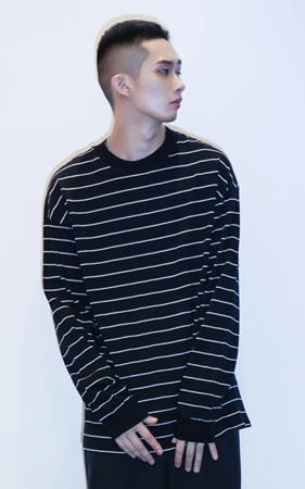 [투패스트]잔스트라이프 오버핏 맨투맨