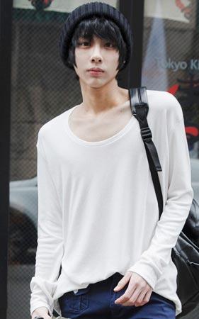 타케시 U넥 티셔츠