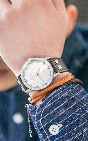 스터드 손목시계
